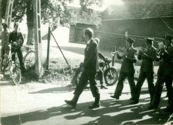 Przekazanie sztandaru w 1982 r.