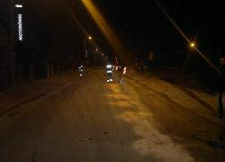 Plama oleju na drodze w Nadolu