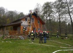 Pożar drewnianego domu w Nadolu