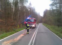Plama oleju na trasie Nadole - Brzyno