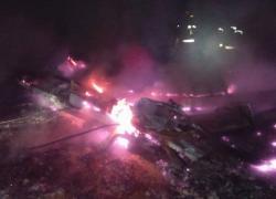 Pożar drewnianego domku w Perlinie