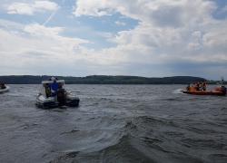 Przewrócona żaglówka na jeziorze Żarnowieckim - 10.08.2019