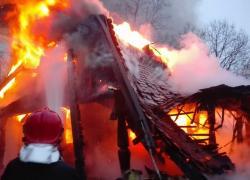 Pożar drewnianego domu w Bychowie