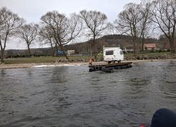 Dryfująca przyczepa kempingowa na jeziorze Żarnowieckim - 26.02.2021